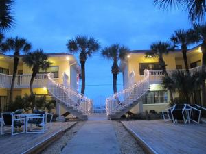 Court-of-palms-vacation-rental-00