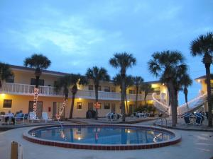 Court-of-palms-vacation-rental-01