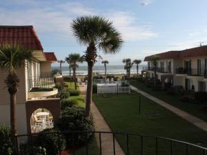 Court-of-palms-vacation-rental-02