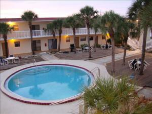 Court-of-palms-vacation-rental-03