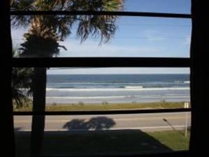 Court-of-palms-vacation-rental-4