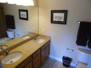 Wolf-Bay-Landing-condo-vaction-rentals-2bedroom-06
