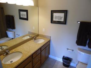 Wolf-Bay-Landing-condo-vaction-rentals-2bedroom-06